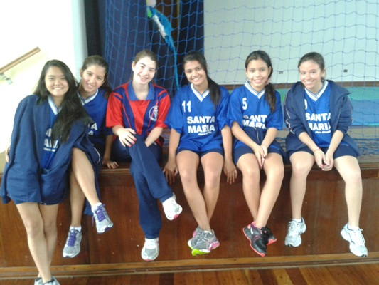 2º lugar handebol - Jogos Escolares. <a href='/img/galeria/20131002_093301.jpg' target='blank'><b style='color:white'>Baixar Foto</b> <img src='img/down-arrow-white.png' style='margin-top:-4px' border='0'></a>