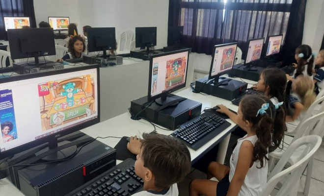 2020, Fev - Fundamental I - 1º A - Professora Carolina - ''Jogando e Aprendendo as Vogais''